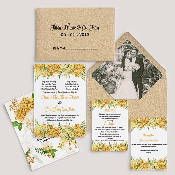Nội dung thiệp cưới đều cần phải ghi đúng chuẩn, quan trọng nhất là phần tên tuổi của người lớn trong gia đình